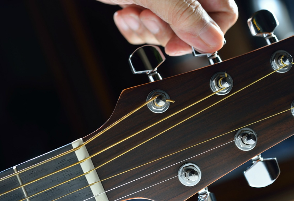http://www.thepowerofintentionalliving.com/wp-content/uploads/2015/10/Guitar-Fine-Tuning-1140x780.jpg